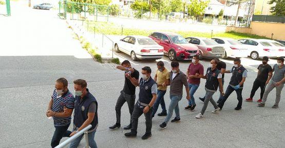 6 kişiden 3'ü tutuklandı