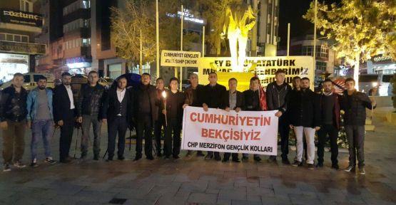 Merzifon CHP Gençliği bir ilke imza attı ATA'YA SAYGI NÖBETİ TUTULDU