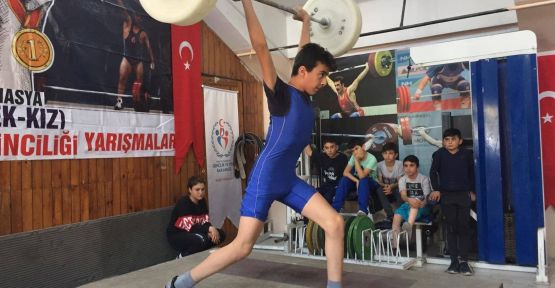 MERZİFON'DAN 18 HALTERCİ  TÜRKİYE ŞAMPİYONASI'NA  KATILMAYA HAK KAZANDI