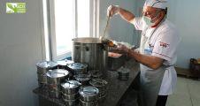 her gün 1000 kişiye  yemek dağıtılıyor